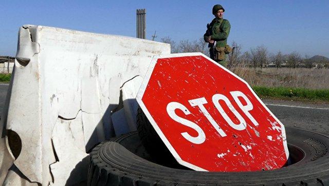 Военнослужащий на блок-посту в Донецкой области