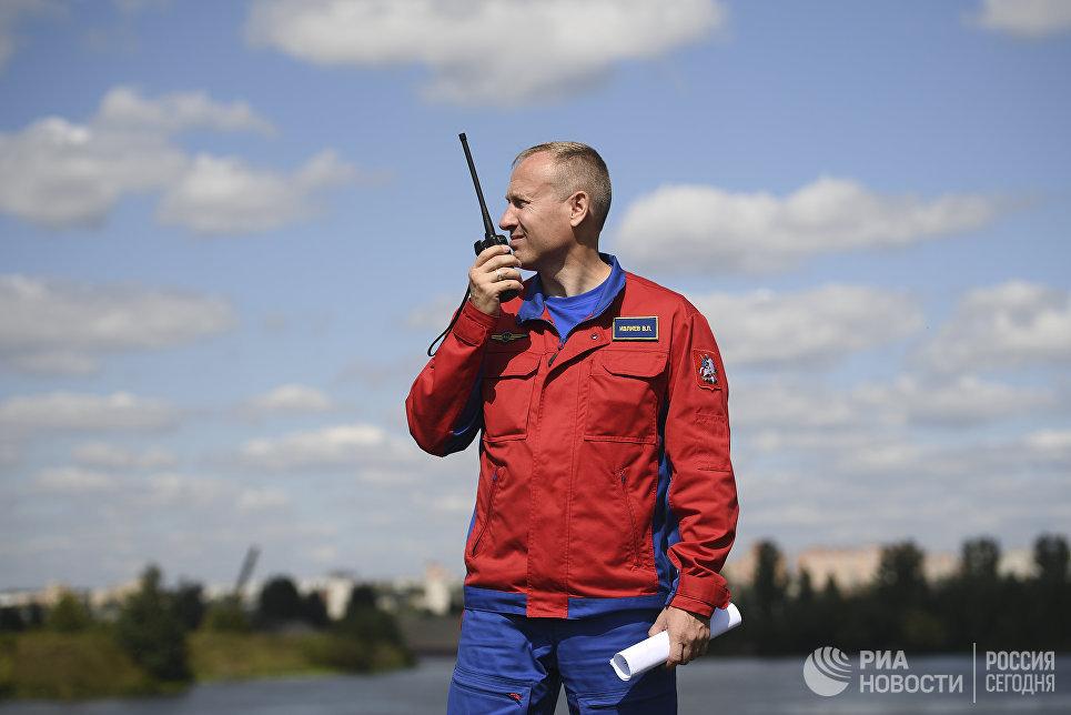 Командир летного отряда МАЦ Вячеслав Ивлиев
