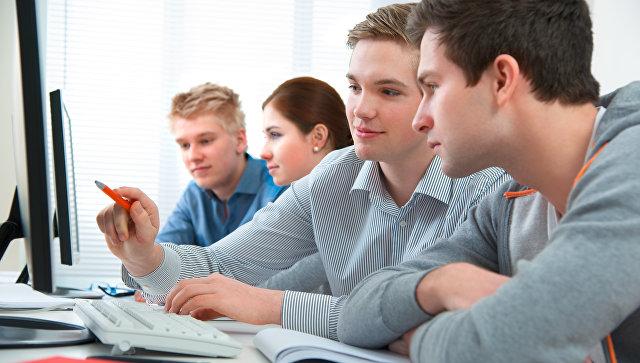 Ученики в компьютерном классе
