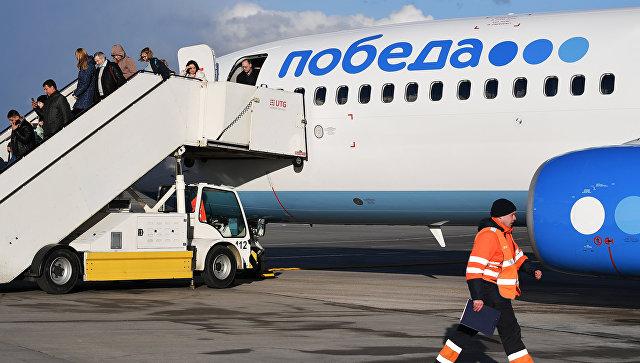 Летевший в Москву самолет экстренно сел в Волгограде из-за курильщика