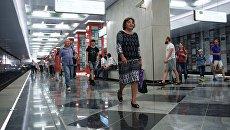 Пассажиры на станции Рассказовка Калининско-Солнцевской линии Московского метрополитена. Архивное фото