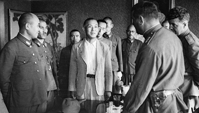 Советское командование принимает капитуляцию частей японской армии. Архив