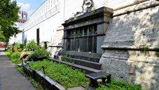 Надгробие героев-воздухоплавателей на Новодевичьем кладбище в Москве