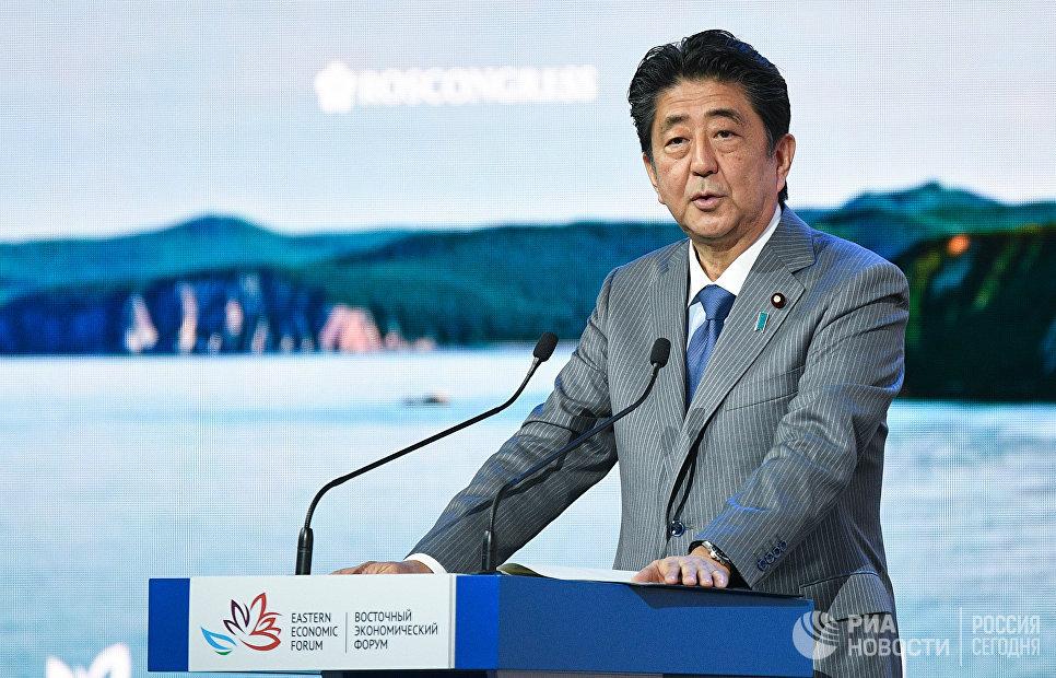 Премьер-министр Японии Синдзо Абэ выступает на пленарном заседании Дальний Восток: расширяя границы возможностей ВЭФ-2018. 12 сентября 2018