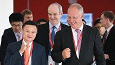Основатель Alibaba Джек Ма и генеральный директор Российского фонда прямых инвестиций Кирилл Дмитриев на IV Восточном экономическом форуме во Владивостоке