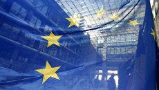 Флаг ЕС в штаб-квартире Европейского Союза в Брюсселе. Архивное фото