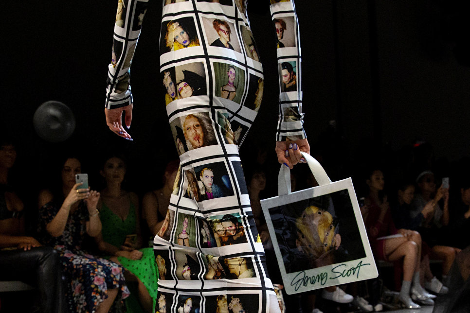 Показ коллекции Jeremy Scott в рамках Недели моды в Нью-Йорке