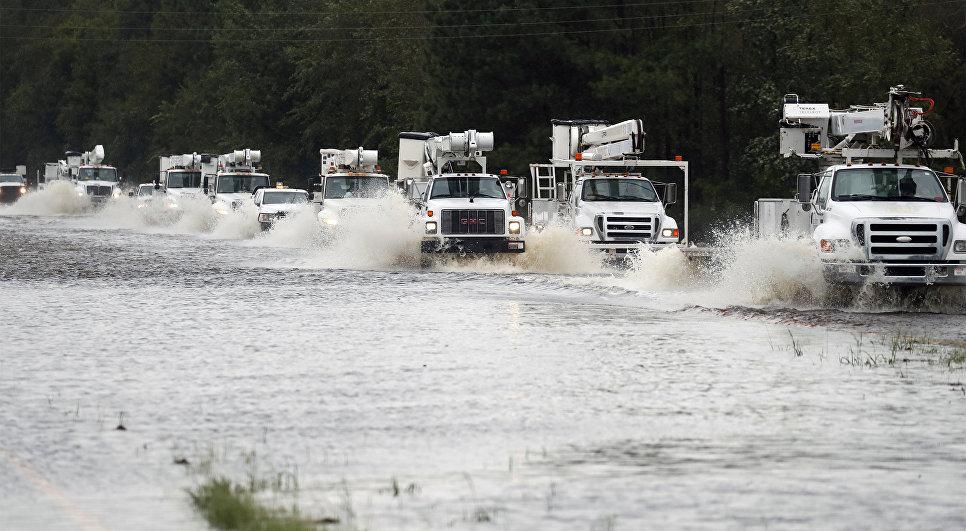 Колонна автомобилей, направляющихся на помощь пострадавшим от урагана Флоренс в штате Северная Каролина. 15 сентября 2018
