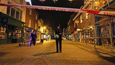Британские полицейские у ресторана Prezzo в Солсбери