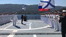 Команда на борту сторожевого корабля Черноморского флота ВМФ РФ Адмирал Эссен, зашедшего с деловым визитом в греческий порт Порос. 17 сентября 2018