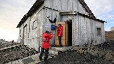 Волонтер помогла полярной станции принять туристов в Арктике