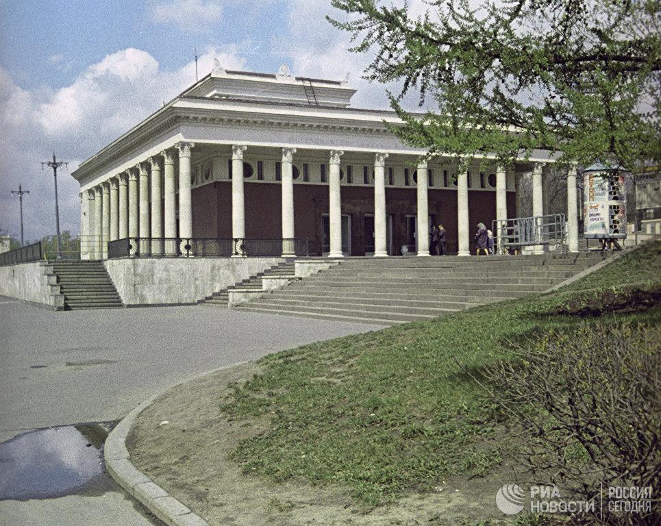 Наземный вестибюль станции Московского метрополитена Динамо