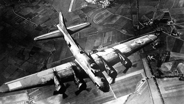 Американские ВВС бомбят завод на территории немецкого Мариенбурга в октябре 1943 года