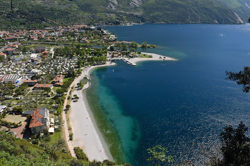 Италия. Вид на озеро Гарда.