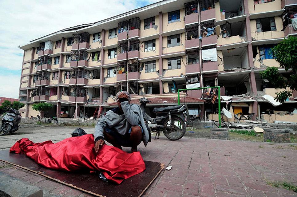 Последствия землетрясения на острове Сулавеси в Индонезии. 30 сентября 2018