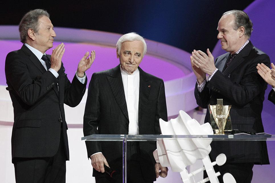 Французский шансонье, писатель и актер Шарль Азнавур на церемонии вручения премии Victoires de la Musique
