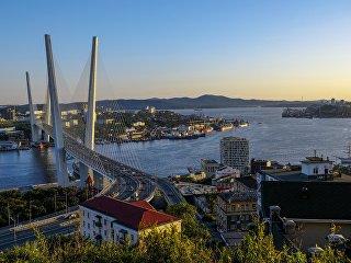 Вантовый мост (Золотой мост) через бухту Золотой Рог во Владивостоке. Архивное фото