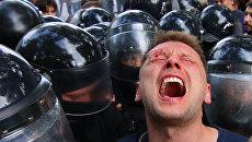 Столкновения полиции и протестующих у здания мэрии Одессы. Архивное фото