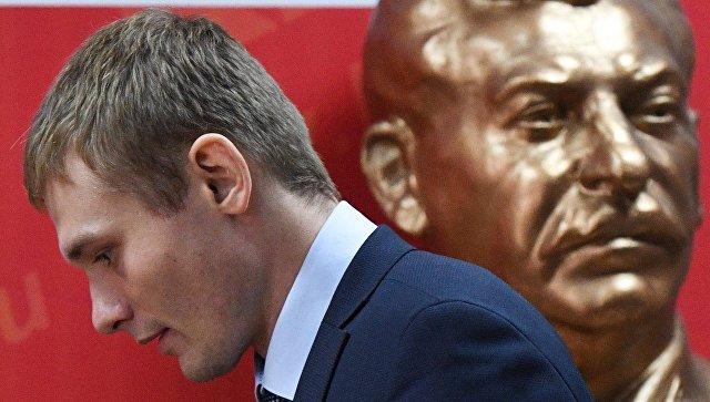 Кандидат на пост главы республики Хакасия Валентин Коновалов на пресс-конференции в штабе КПРФ в Абакане