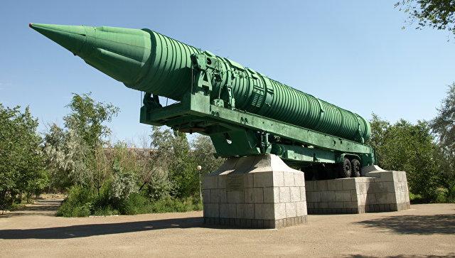 Межконтинентальная Баллистическая Ракета МР-УР-100 в городе Байконур в парке Мира