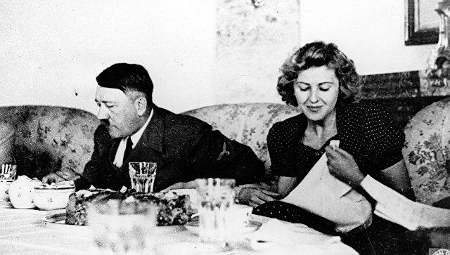 Адольф Гитлер и Ева Браун. Архивное фото