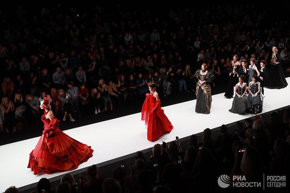 Показ коллекции В. Зайцева Русские сезоны в Париже на Mercedes-Benz Fashion Week Russia