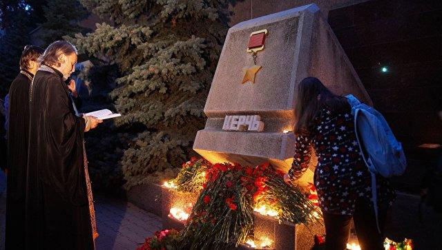 В Крыму и Севастополе пройдет трехдневный траур по жертвам ЧП в Керчи