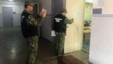 Следователи на месте происшествия в керченском колледже