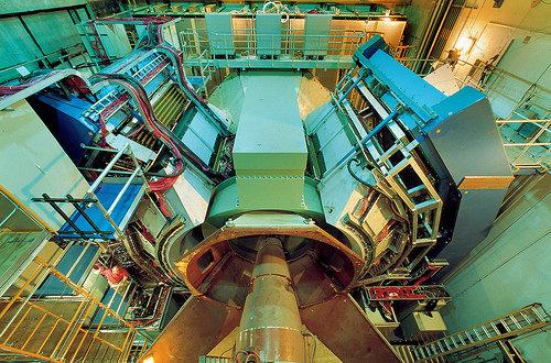 """""""Теория проигрывает эксперименту"""": новый кризис в физике высоких энергий?"""