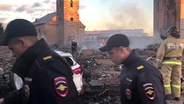 Четыре человека могут быть под завалами после взрыва на заводе в Гатчине