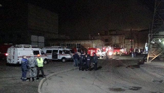 Горящий завод во Владикавказе тушат более 100 пожарных и 30 единиц техники