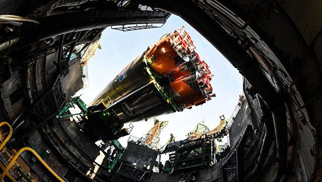 """Госкомиссия одобрила установку на старт ракеты """"Союз-ФГ"""""""