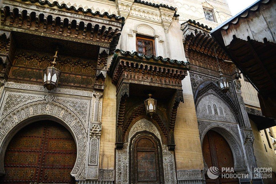 Вид на здание мечети-университета Завия Сиди Ахмеда Тиджани в городе Фес