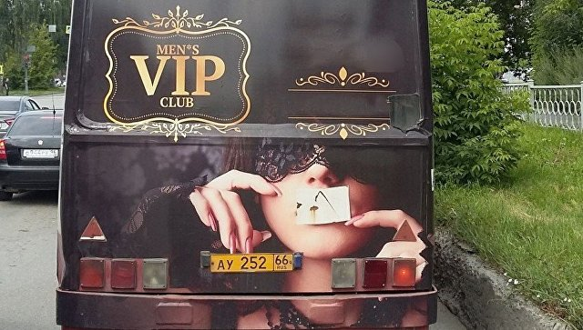 На автобусе в Екатеринбурге разместили рекламу борделя