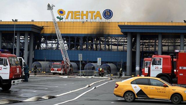 """""""Лента"""" опровергла информацию о 800 эвакуированных при пожаре в Петербурге"""