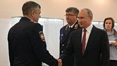 Президент РФ Владимир Путин во время посещения Московского университета МВД России имени В. Я. Кикотя. 10 ноября 2018