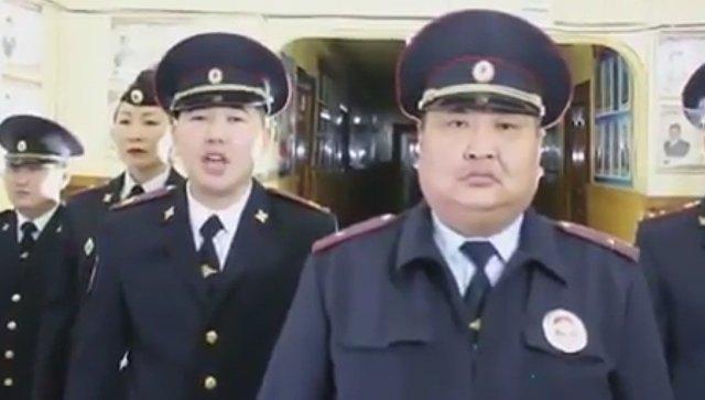 Видеоролик танцующих полицейских из Якутии. Скриншот видео