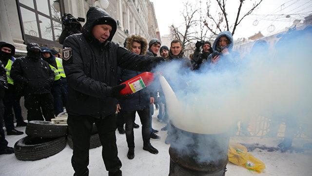 Акция с требованием включить отопление в городах Украины у здания компании Нафтогаз в Киеве