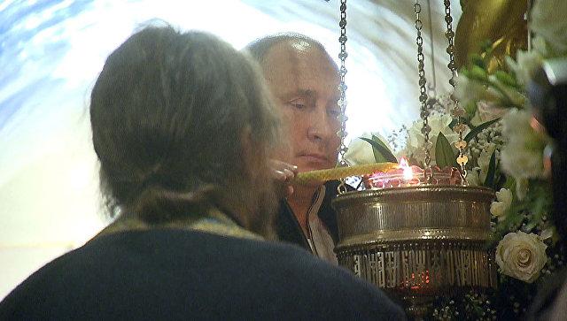 Путин посетил Псково-Печерский монастырь и принял участие в церковных обрядах