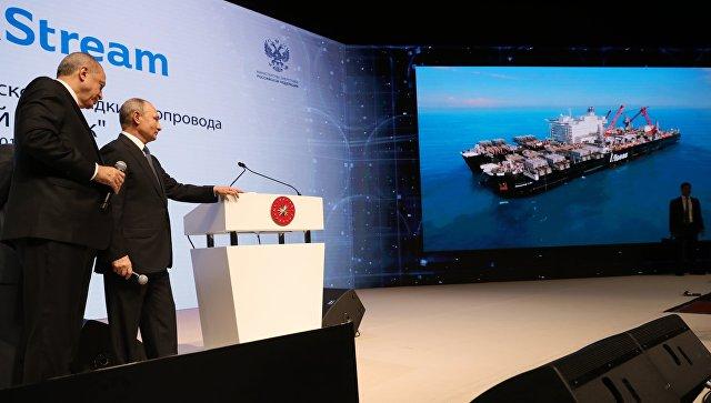 Президент России Владимир Путин и президент Турции Реджеп Тайип Эрдоган на церемонии завершения строительства морского участка газопровода Турецкий поток