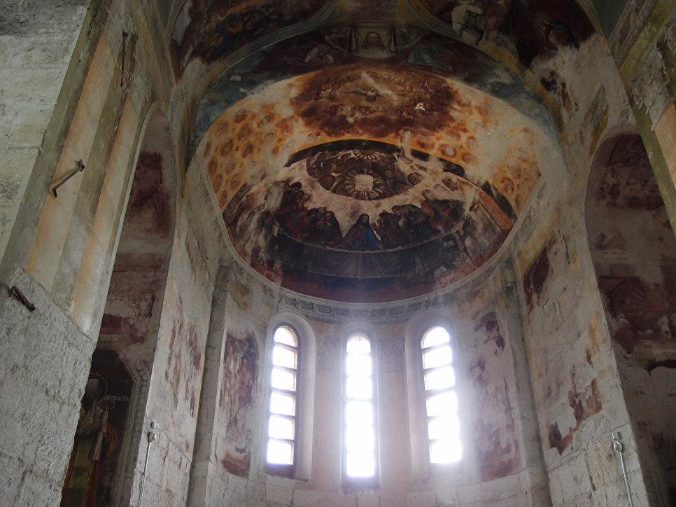 Внутри Георгиевского собора