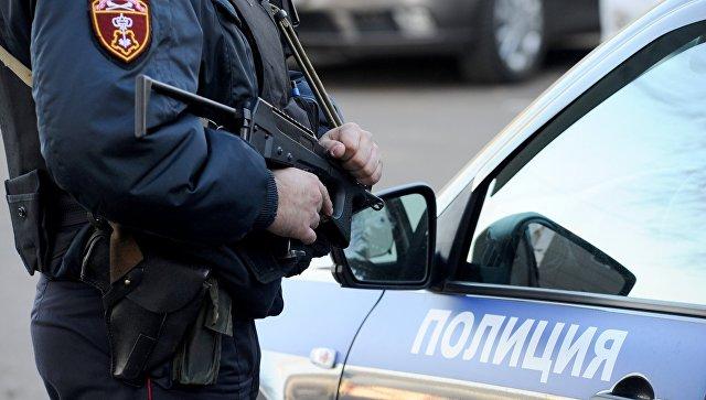 В Якутии обезвредили пьяного мужчину, более 70 раз выстрелившего в дверь