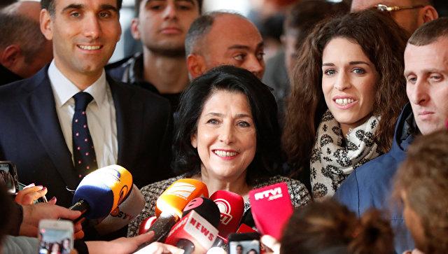 Кандидат в президенты Грузии Саломе Зурабишвили на избирательном участке во время президентских выборов в Тбилиси, Грузия. 28 ноября 2018