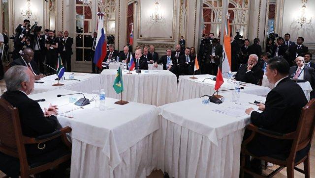 Президент РФ Владимир Путин во время встречи лидеров БРИКС на полях саммита Группы двадцати в Буэнос-Айресе. 30 ноября 2018