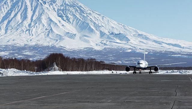 Аэропорт на Камчатке после циклона начал выполнять внутренние рейсы