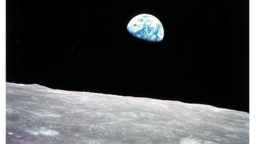 Восход Земли, наблюдаемый с Луны. Архивное фото