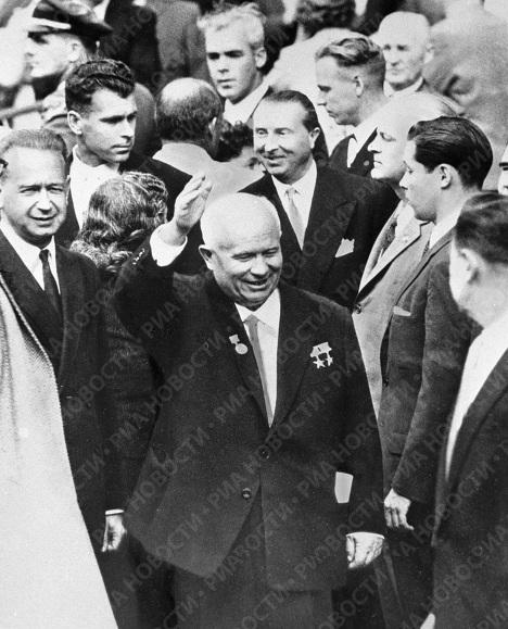 Хрущев после выступления в ООН