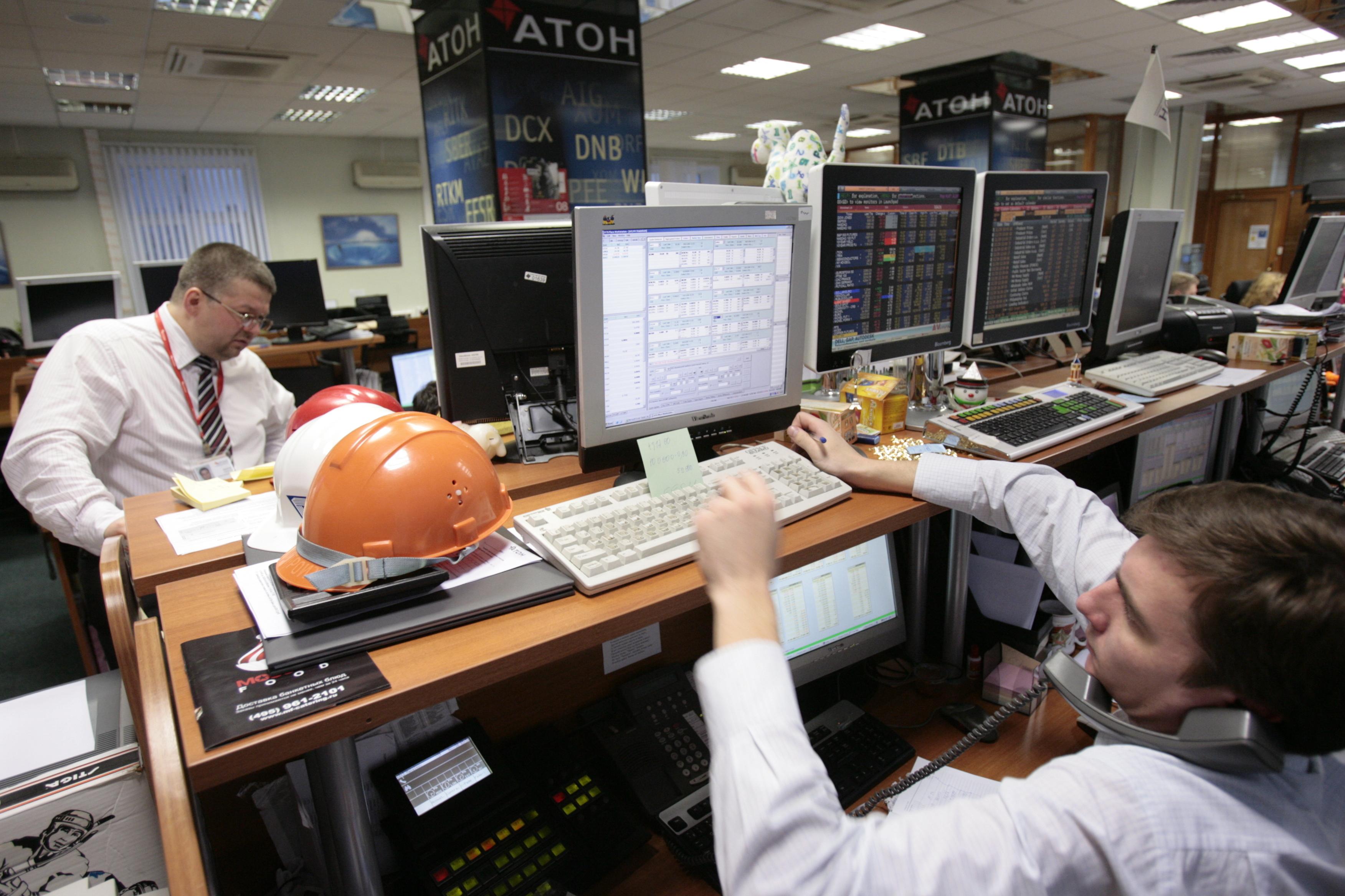 Рынок акций РФ откроется небольшим снижением на внешнем негативе