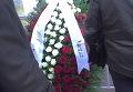 Венок с надписью Дорогому брату от дедушки Хасана на похоронах Вячеслава Иванькова