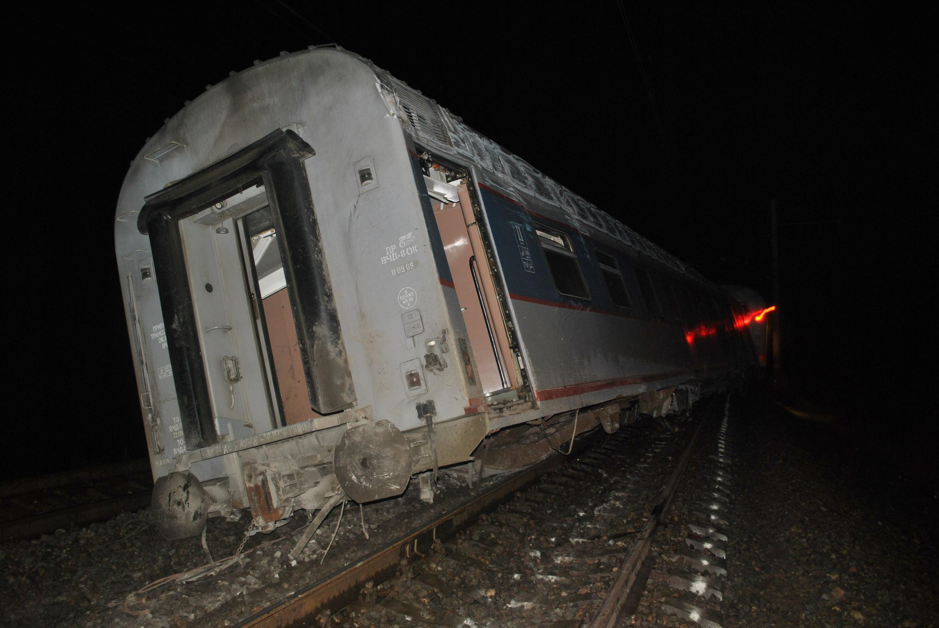 Поезд Невский экспресс сошел с рельсов в Тверской области